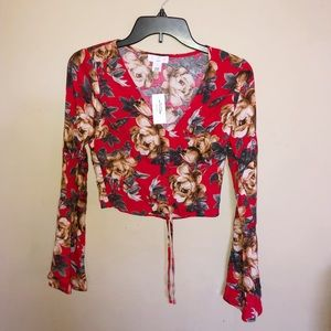 Ivy & Main Red Floral Top w Bell Sleeves Size XS